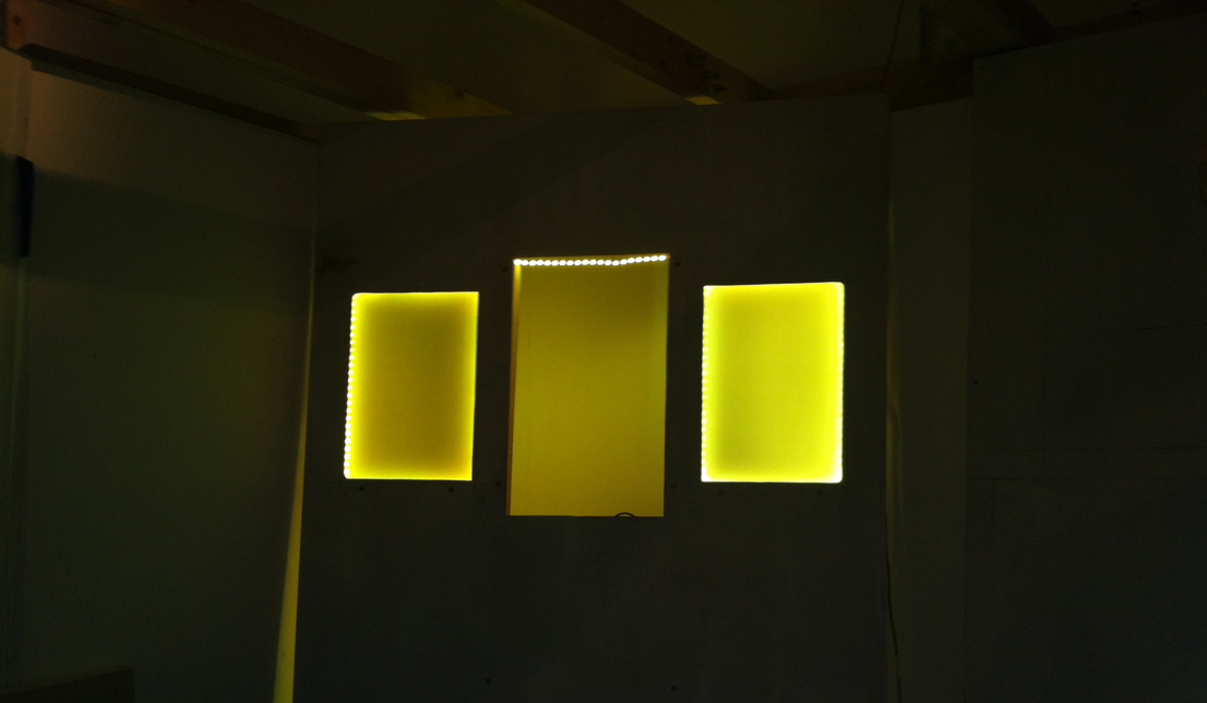yellow speaker lights